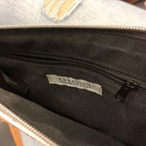 Kenneth Cole Reaction Bags - Authentic Kenneth Cole Reaction Crossbody bag